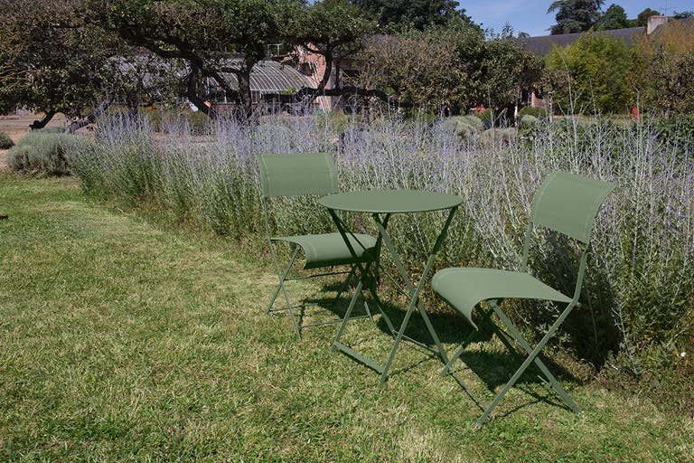 Folding Fermob garden setting for two in Cactus colour