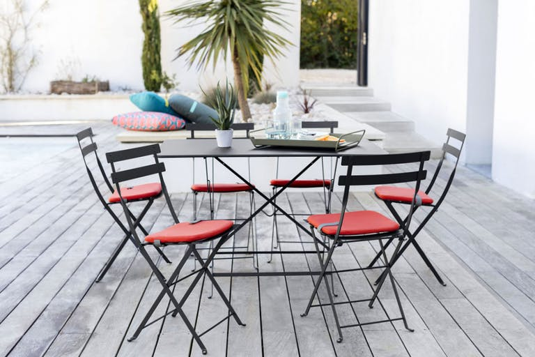 Rectangle folding outdoor table and chairs in black